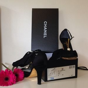 CHANEL Shoes - $✂️ CHANEL Beautiful Pearl Gold T-strap 38