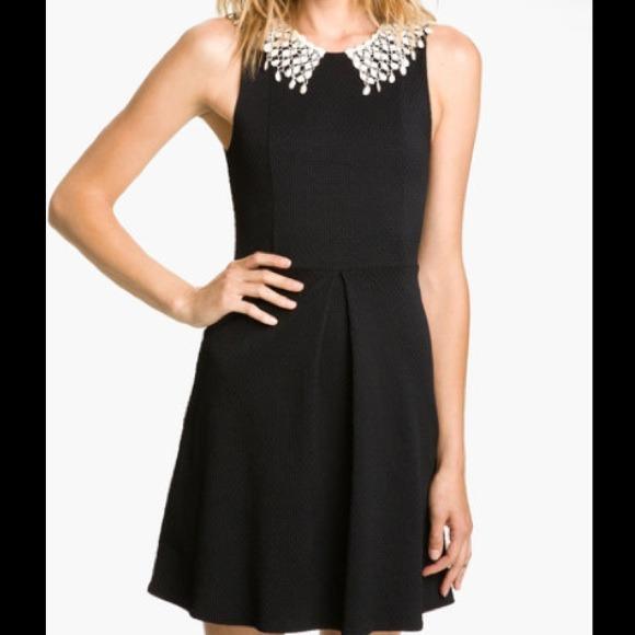 Black dress lace collar