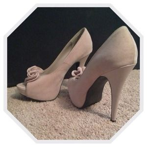 Light mauve colored platform pumps