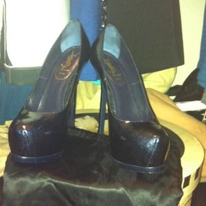 Ysl tribute pump in dark blue.