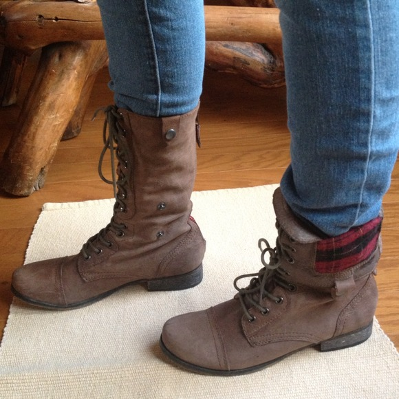 STEVE MADDEN Flannel Combat Boots. Size 8.5.