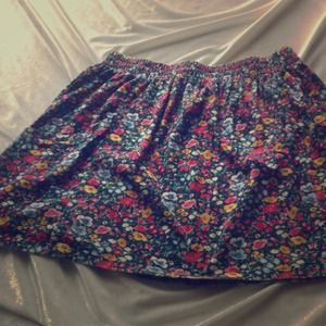 Casual floral skirt with pockets