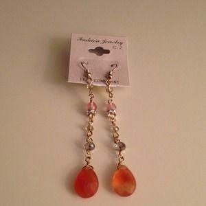 Jewelry - Gold dangling earrings with orange stone 💛💛