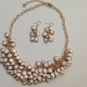 SET NECKLACE AND EARRINGS IN WHITE AND GOLD 