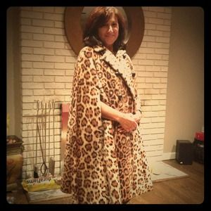 Animal print faux fur cape