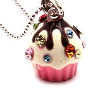 Jewelry - Cupcake necklace
