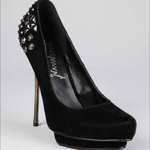 Luichiny Shoes - Black w metal detailing Luichiny heel Sz 7