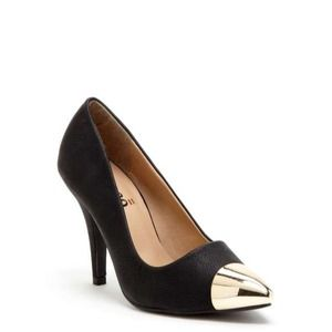 Bucco Darcy metallic toe pump