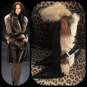 Black fur-trimmed boots pearl buckle