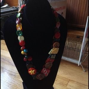 Jewelry - Vintage buttons necklace