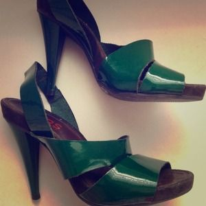 Emerald green, Michael Kors, heels.