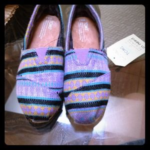 New Toms shoes size 9.5 multi color and so cute