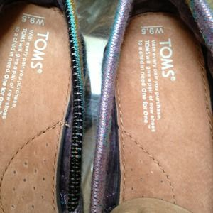 TOMS Shoes - New Toms shoes size 9.5 multi color and so cute