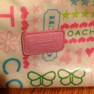 100% auth. Coach makeup bag