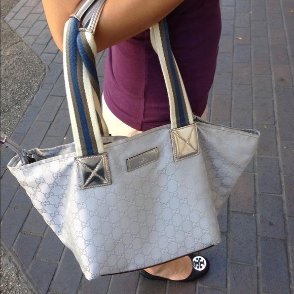 de0d0725b092 Gucci Bags   Authentic Monogram Gg Medium Handbag Travel   Poshmark