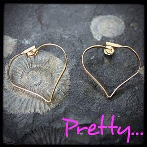 Jewelry - ⏰Vintage⏰gold-tone delicate heart earrings