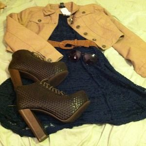 Shoes - Straw boho thick heeld boots