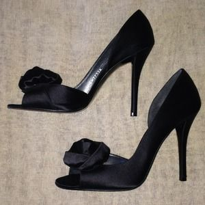 ✂️{ Stuart Weitzman } Black Rosebud Evening Shoes