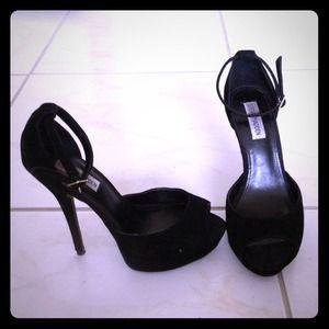 Very trendy ankle sandal heels!