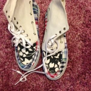 High tip sperrys, size 9, worn only once!