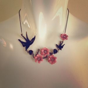 Jewelry - Bronze/gold tone bird and flower necklace