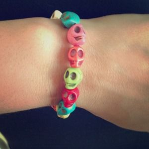 Jewelry - Multi color skull bracelet
