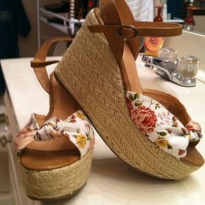 exhilaration Shoes - Flowered wedges