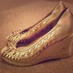 Metallic gold Nine West open-toe espadrilles