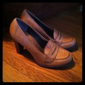 Camel Leather Banana Republic Loafer Heels