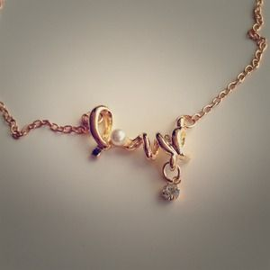 Jewelry - LOVE ❤ gold necklace!