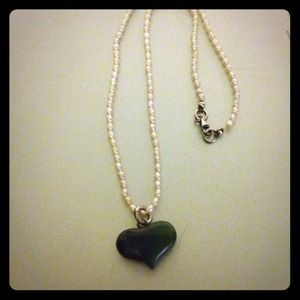 Green heart stone pendant with pearl necklace