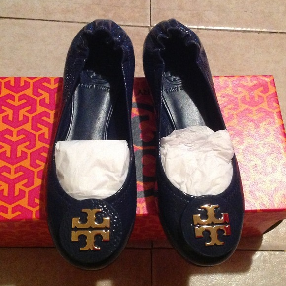 New TORY BURCH Reva Navy Patent Leather Size 5