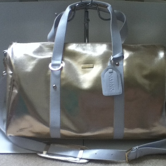 NWT Versace parfums travel bag in gold. M 51c5e0dcbdb6003f8403cfe7 ab99848053931