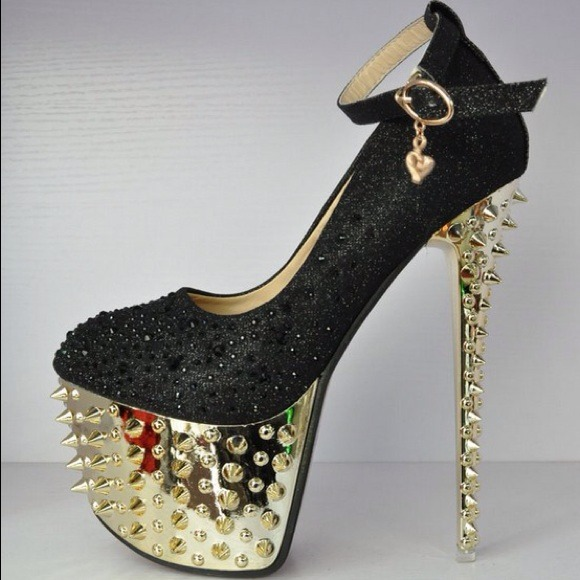 Black and gold embellished/spiked platform heels. 8 from Katy&39s