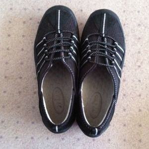 Privo Shoes - worn once - in excellent condition!