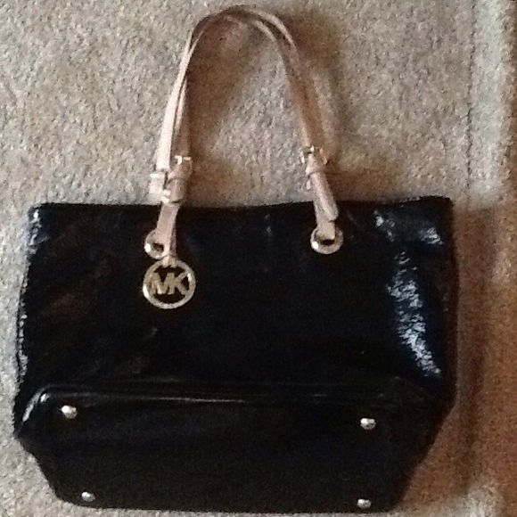 REDUCED! MICHAEL KORS LARGE BUCKET TOTE PURSE 39e600f237d4e