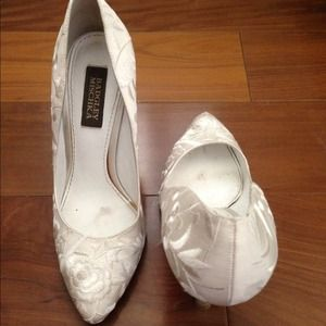 Badgley Mischka Pumps White Embroidered