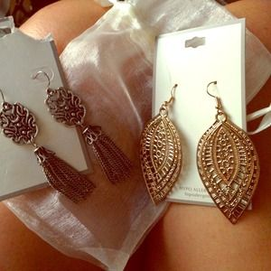 Jewelry - Bundle, chandelier earrings