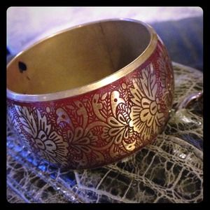Jewelry - Large etched bangle