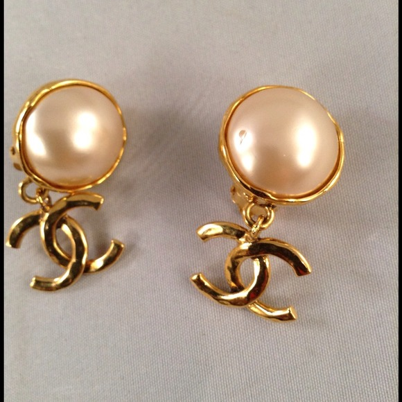 Chanel Pearl Gold Earrings Chanel Vintage Earrings Gold/