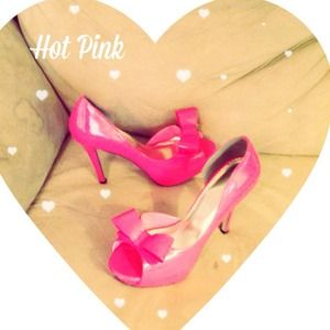 Johnathan Kayne  Shoes - 🎀HOST PICK🎀Johnathan Kayne Bow Heels