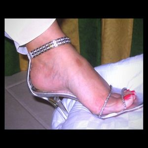 Awesome shoes with cz's around the ankle 'bracelet