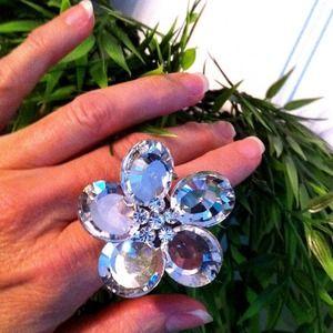 Jewelry - New! Flower Ring