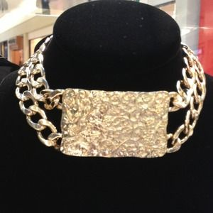 Hot gold choker necklace
