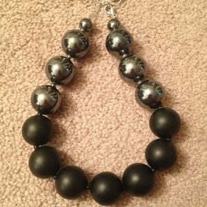 💢REDUCED AGAIN💢 Silver and Black Bauble Necklace