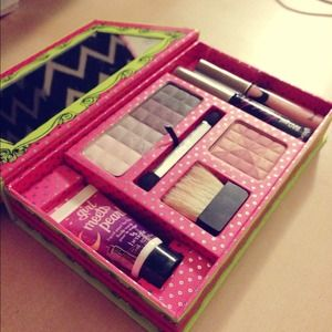 Benefit Accessories - benefit♥make up kit