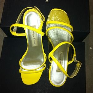 Shoes - Super Chic Yellow Strap Sandals