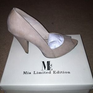 Mia Limited Edition peep toe heel