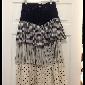 Dresses & Skirts - Great Jean Skirt from NICE, FRANCE. HOST PIC❤️❤️❤️