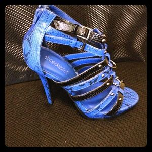 Sexy blue snakeskin strappy stillettos!